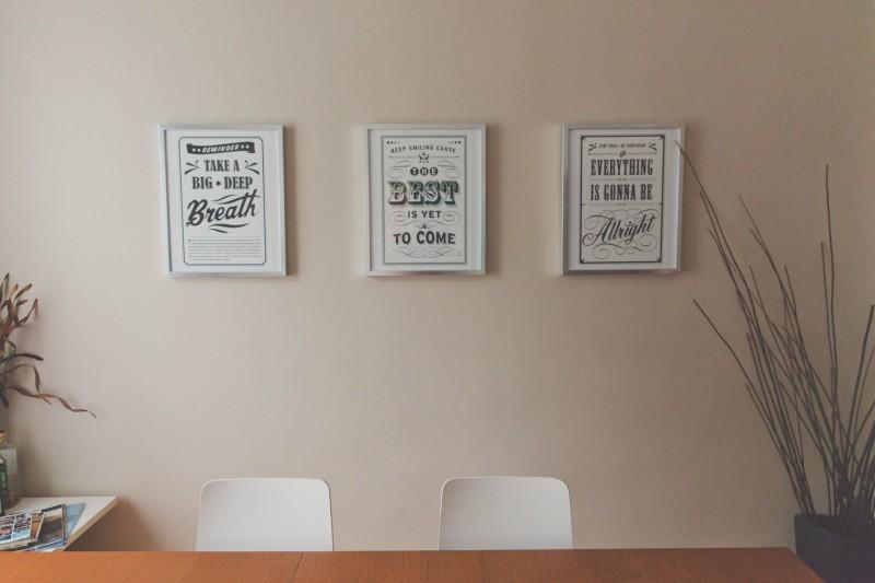 Dekorer dine vægge med inspirerende plakater