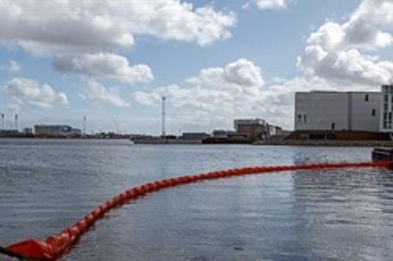 Effektiv flydespærre er et must for alle, der arbejder ved vandet