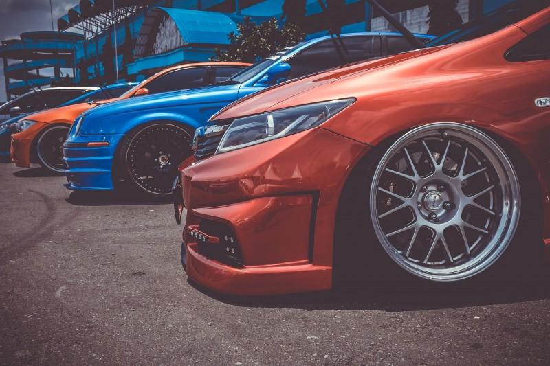 Giv din bil et cool look og optimer køreegenskaber med sænkningssæt