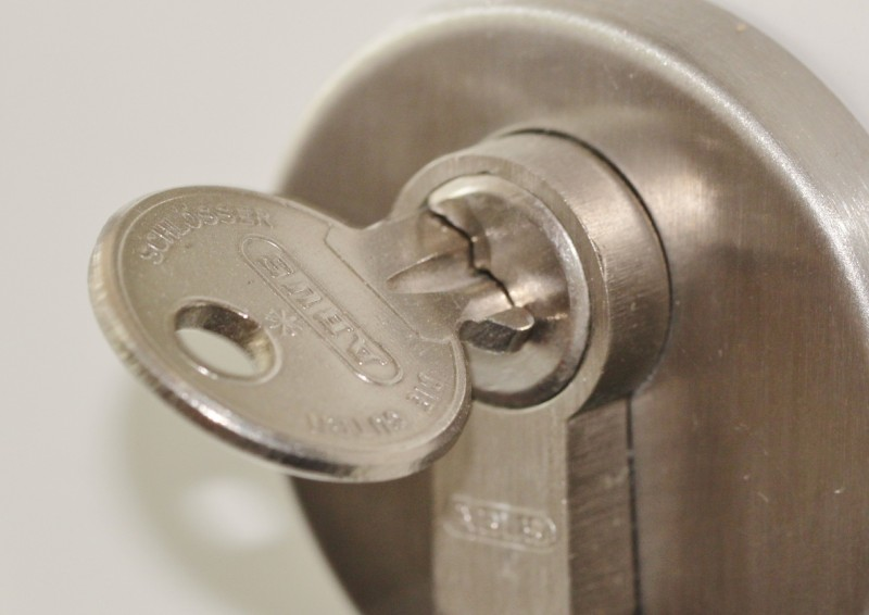Låse, låsecylindere og låsesystemer til lave priser hos Laaserabatten.dk