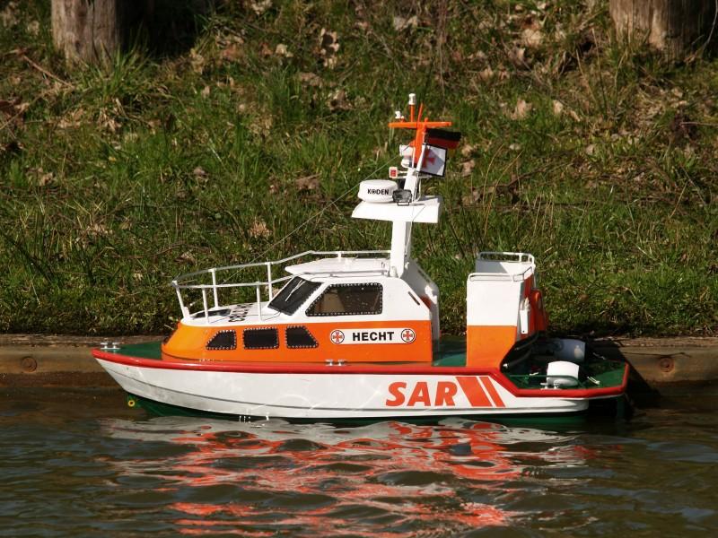 Fjernstyret båd - leg for børn og voksne